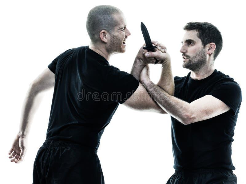 De vechters van mensen krav maga geïsoleerd vechten stock afbeelding