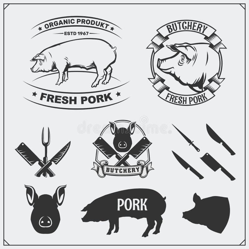 De vectoretiketten van het varkensvleesvlees en ontwerpelementen Slagers` s bedrijfsemblemen Silhouetten van varken en bestek royalty-vrije illustratie