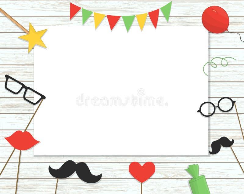 De vectorillustratie van de steunen van de fotocabine op stok, ballons, confettien, stelt, suikergoed op sjofele houten achtergro royalty-vrije illustratie
