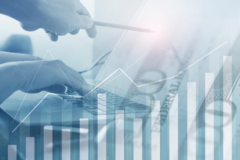 De veelvoudige blootstelling van bedrijfsachtergrond door mensen werkt en controle bedrijfsmethode stock afbeelding