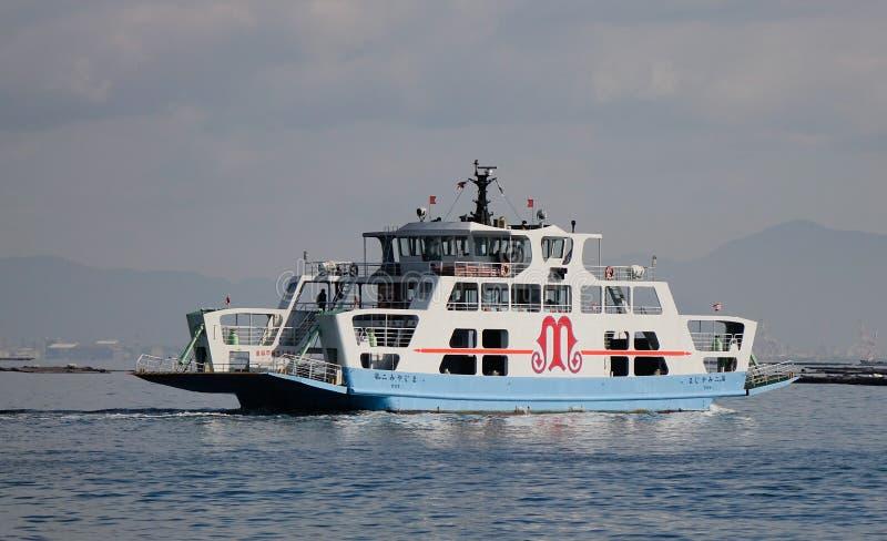 De veerboot die naar het Eiland Miyajima (Itsukushima) gaan, Japan stock foto's