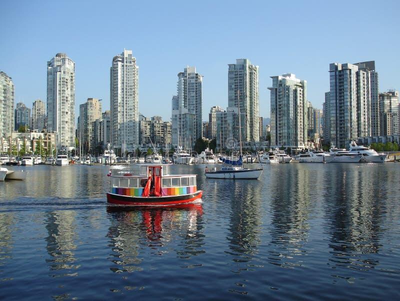 De Veerboot van de forens voorbij Yaletown, Vancouver royalty-vrije stock foto's