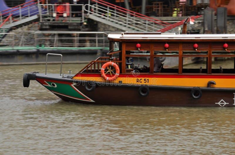 De veerboot van de toerist: De Kade van Clarke, Singapore royalty-vrije stock afbeelding
