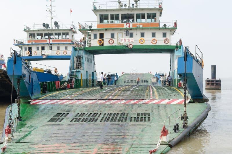 De Veerboot van de Yangtzerivier stock afbeeldingen