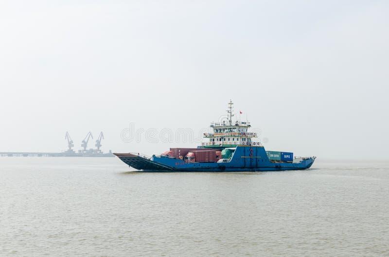De Veerboot van de Yangtzerivier royalty-vrije stock foto's