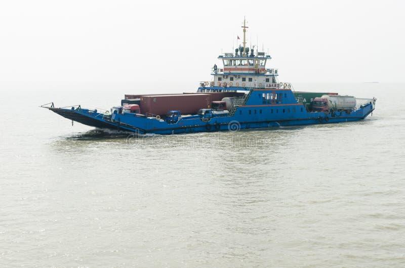 De Veerboot van de Yangtzerivier stock foto
