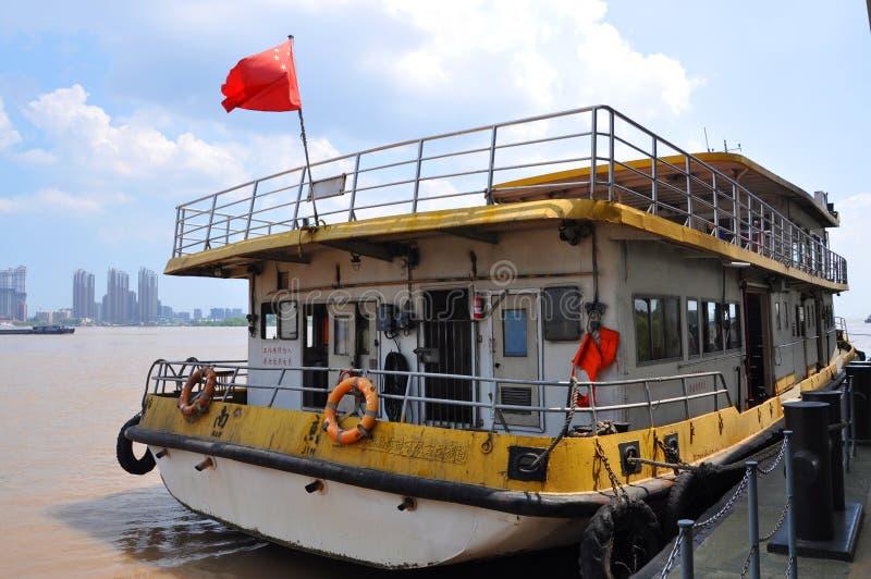 De Veerboot van de Yangtzerivier in Nanjing, China royalty-vrije stock foto's