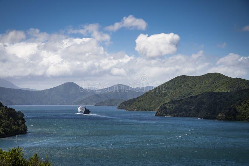 De veerboot van Nieuw Zeeland kruising tussen het noorden en zuideneiland stock afbeelding