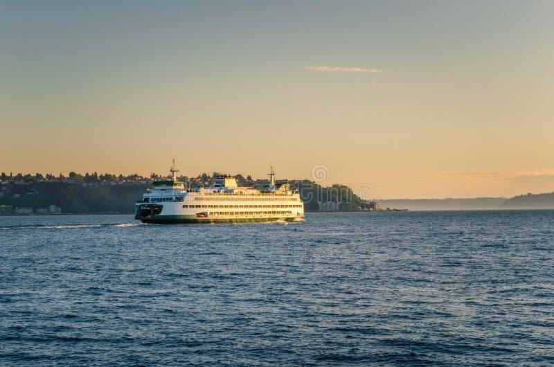 De Veerboot van Seattle bij Zonsondergang royalty-vrije stock foto