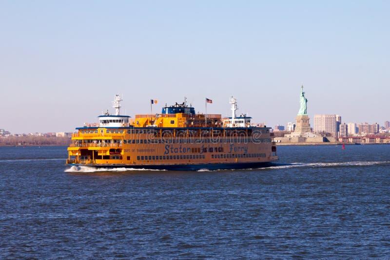 De Veerboot van Staten Island en Standbeeld van Vrijheid stock fotografie
