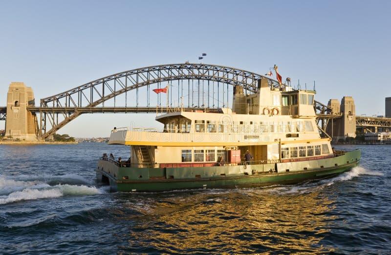 De Veerboot van Sydney en de Brug van de Haven van Sydney royalty-vrije stock afbeelding