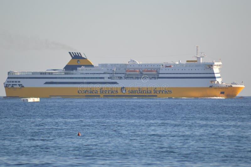 De veerboten van de veerbotensardinige van Corsica verschepen in de Middellandse Zee royalty-vrije stock afbeeldingen