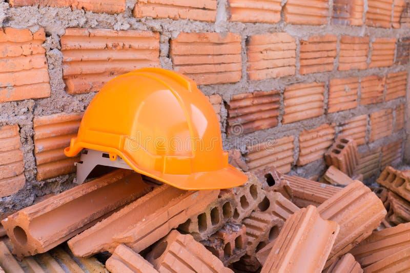 De veiligheid van de bouwhelm voor beschermt arbeider royalty-vrije stock foto's