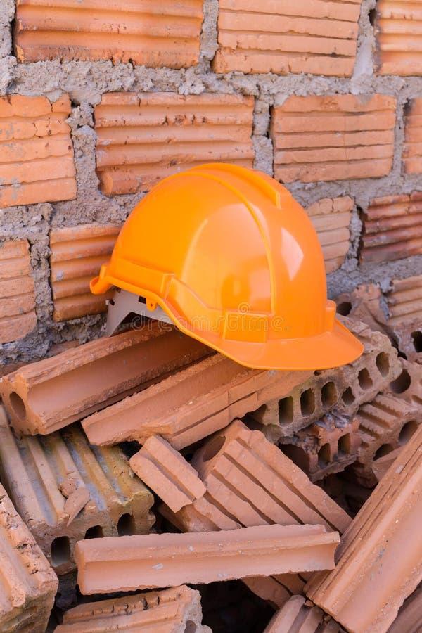 De veiligheid van de bouwhelm voor beschermt arbeider royalty-vrije stock fotografie