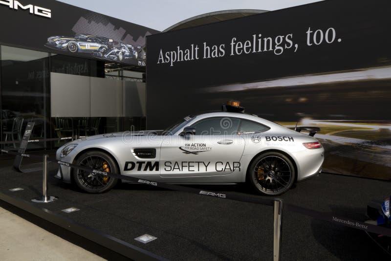 De veiligheidsauto van Mercedes-AMG GT S DTM vóór de bouw van Mercedes-Benz op het DTM-autoras royalty-vrije stock foto