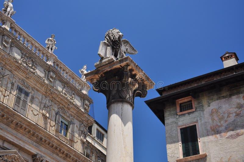 De Venetiaanse Leeuw in Verona, Italië stock foto