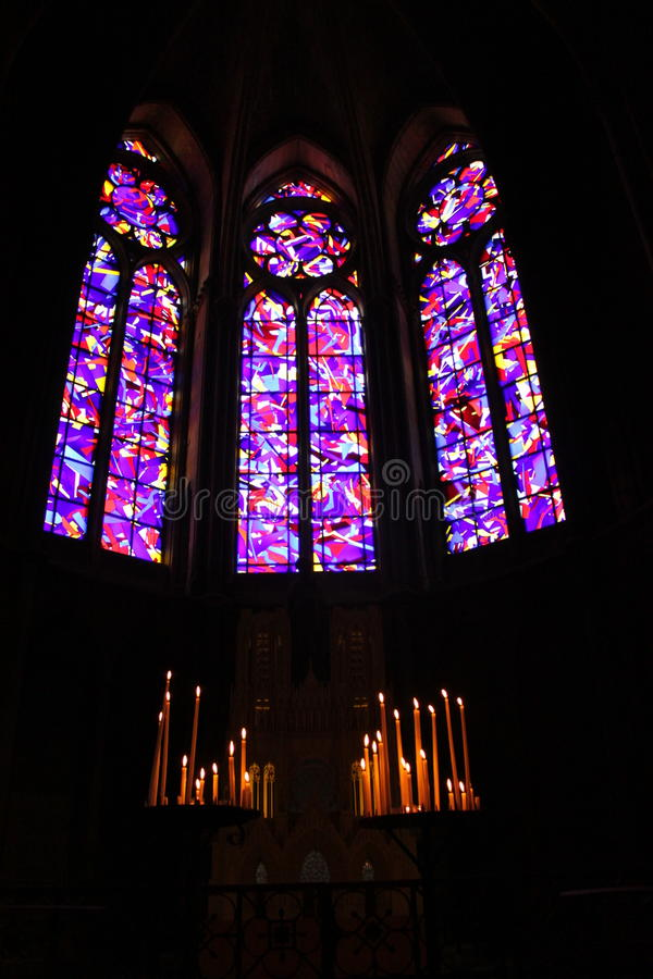De vensters van het de kathedraalgebrandschilderde glas van Reims royalty-vrije stock foto's