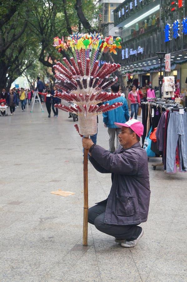 De venters verkopen gekonfijte vrucht stock fotografie