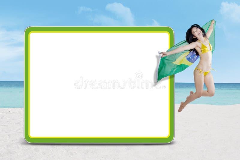 Download De Ventilators Die Van Brazilië Naast Aanplakbord Springen Stock Afbeelding - Afbeelding bestaande uit ventilator, model: 39114463
