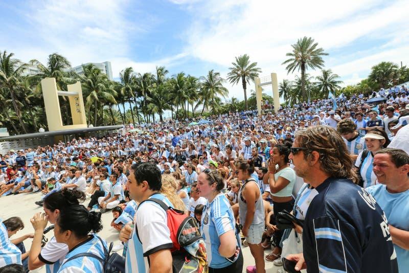 De ventilators van Argentinië op het Strand van Miami stock afbeelding