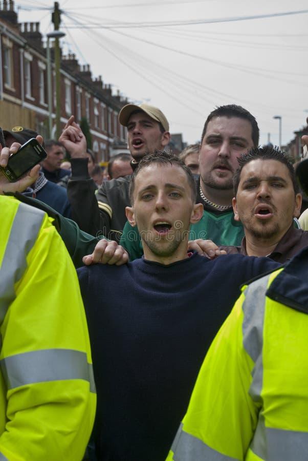 De ventilatorsschreeuw van Plymouth Argyle bij de rivaliserende Stad van Exeter stock foto's