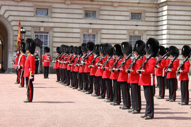 De verandering van de wacht in Buckingham Palace stock foto