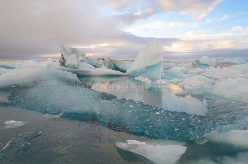 De Verbazende Ijsberg van IJsland Jokulsarlon stock foto