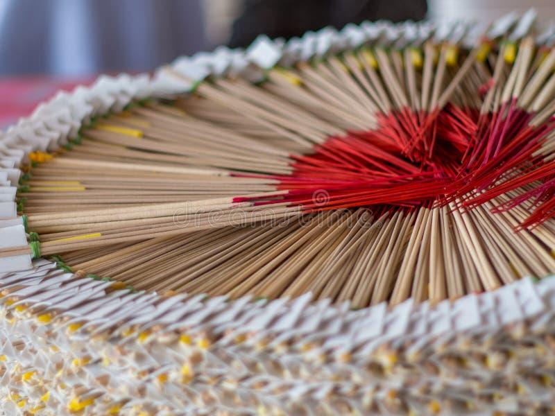 De verbazende wierook Boedha werd geplaatst in een mooie cirkel stock afbeelding