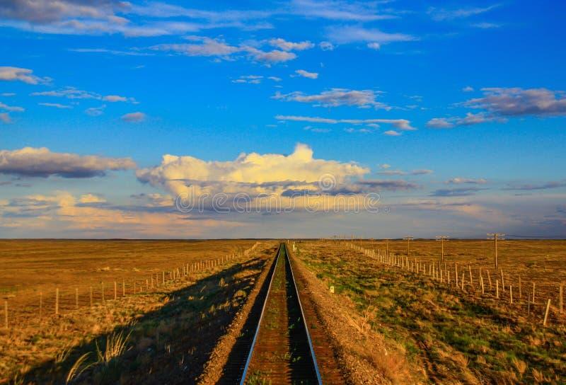 De verbazende de Woestijnspoorweg van Gobi, Mongoli? stock afbeelding