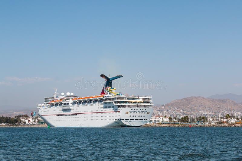 De Verbeelding van Carnaval van het cruiseschip in Ensenada-Haven wordt gedokt die stock fotografie