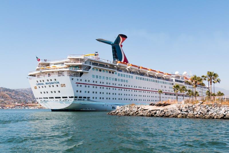 De Verbeelding van het cruiseschip in de Haven van Ensenada wordt gedokt die stock afbeelding