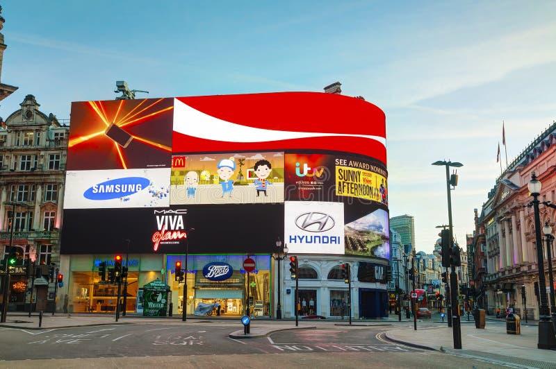 De verbinding van het Piccadillycircus in Londen stock fotografie