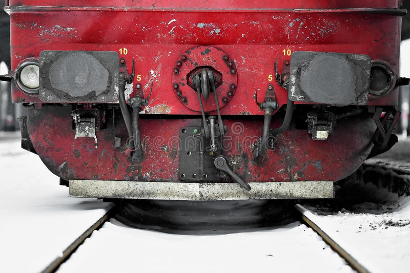 De verbindingen van de treinwagen in de wintertijd stock foto's