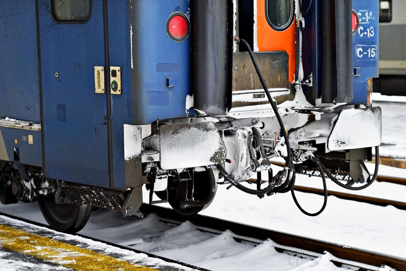 De verbindingen van de treinwagen in de wintertijd royalty-vrije stock foto's