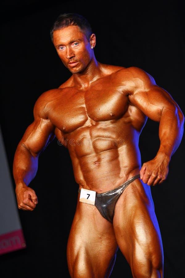 De verbuiging van de bodybuilder royalty-vrije stock foto's