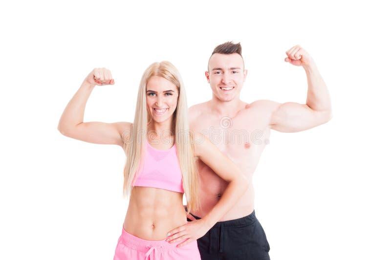 De verbuigingswapens en bicepsen van het Bodybuildingspaar royalty-vrije stock foto's