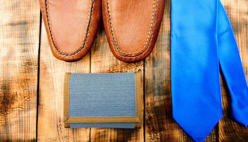 De verdad hombres fijados caballero club para hombre Complemento Detalle del negocio Mirada elegante zapatos de cuero marrones ma imágenes de archivo libres de regalías