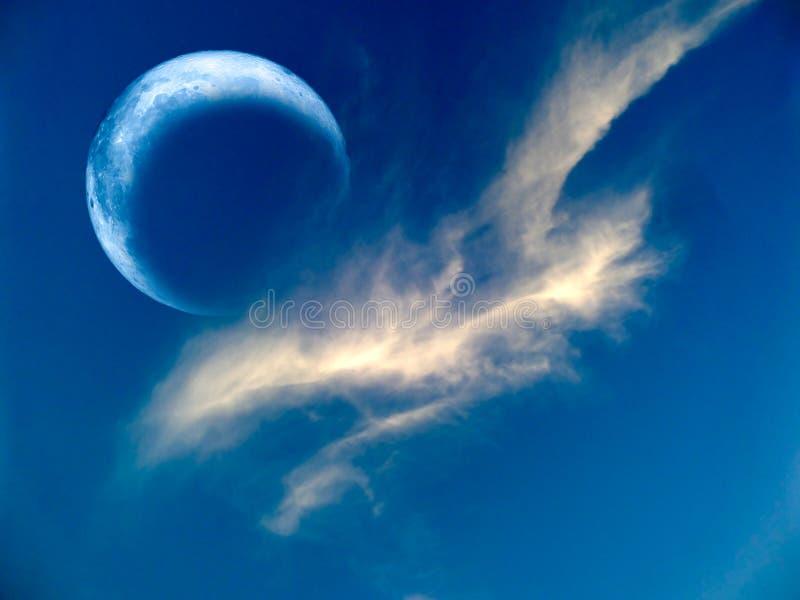 de verduistering van de maan is de zeldzame wolk van de fenomeen zelfde witte kraai stock fotografie