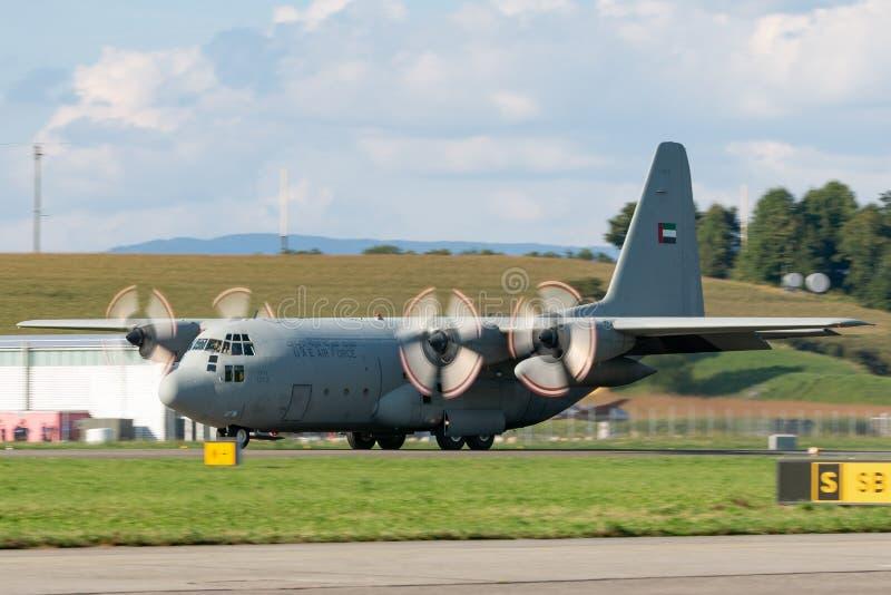 De verenigde Arabische Luchtmacht Lockheed van Emiraten c-130 militaire het vervoervliegtuigen van Hercules stock afbeelding