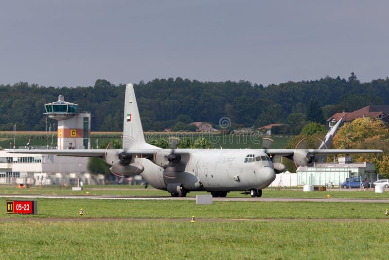 De verenigde Arabische Luchtmacht Lockheed van Emiraten c-130 militaire het vervoervliegtuigen van Hercules stock foto