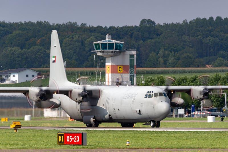 De verenigde Arabische Luchtmacht Lockheed van Emiraten c-130 militaire het vervoervliegtuigen van Hercules royalty-vrije stock fotografie