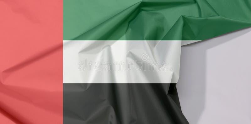 De verenigde Arabische de stoffenvlag van Emiraten omfloerst en vouwt met witte ruimte stock afbeeldingen