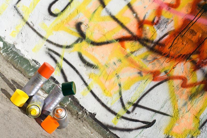 De verf van het aërosol en graffiti geschilderde muur stock fotografie