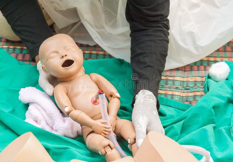 De verfrissing opleiding om bevalling bij te staan stock afbeelding