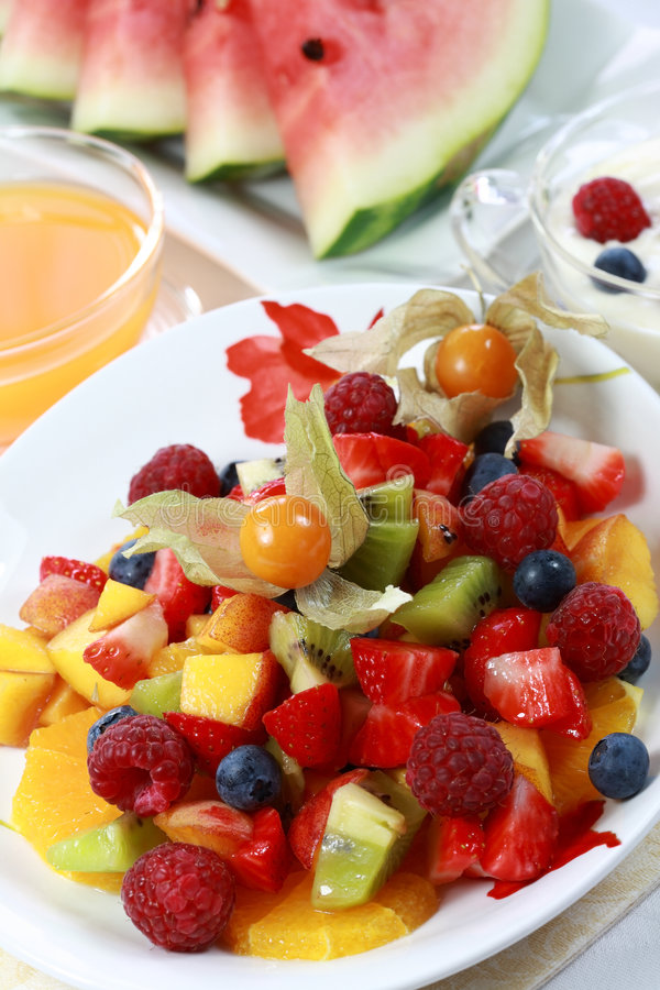 De verfrissing van de zomer - fruitsalade royalty-vrije stock foto's
