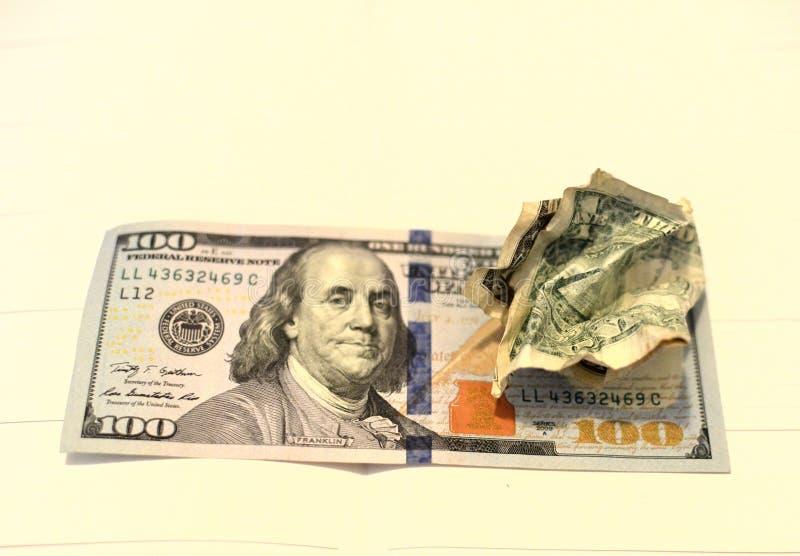 De verfrommelde bal van de de V De gerimpelde Rekening van de Dollar stock foto's