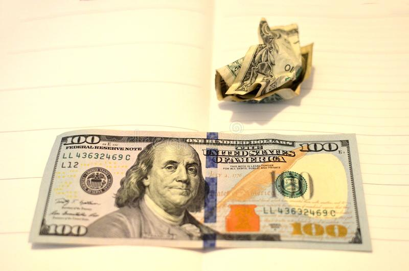 De verfrommelde bal van de de V De gerimpelde Rekening van de Dollar royalty-vrije stock foto