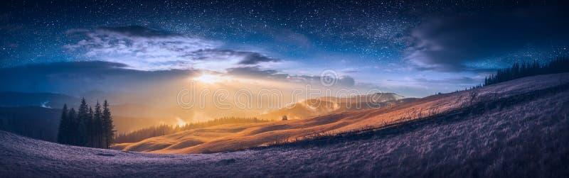 De vergadering van dag en nacht in een bergvallei stock fotografie