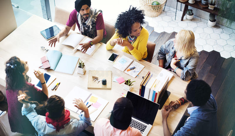 De Vergaderingsconcept van ontwerperteamwork brainstorming planning
