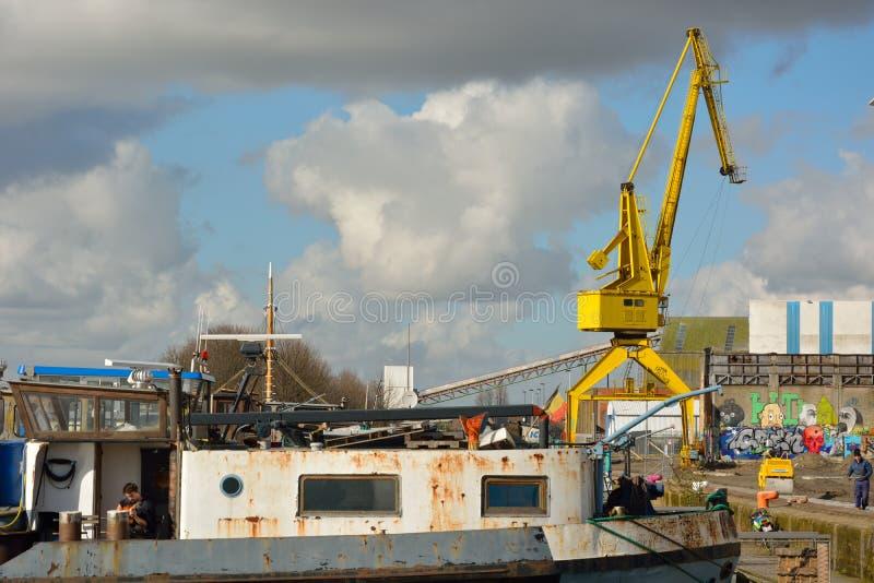 De vergeten haven in Gent, Verlaten fabriek royalty-vrije stock foto's